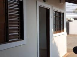Casa próxima ao Comper da Rua Rui Barbosa - 700,00  - fone *