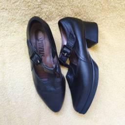 Sapato boneca couro