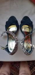 Sandália de salto alto preta e onça
