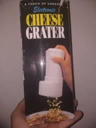 Ralador de queijo eletrico