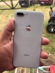 iPhone 8 Plus 64 não tenho caixa só carregador e fone