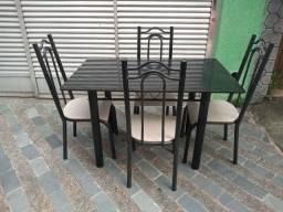 Mesa tampo de pedra com 4 cadeiras