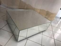 Mesa de centro espelhada com rodinha em silicone