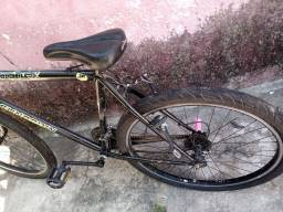 Bicicleta pra sair hoje  200,00