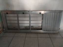 Vendo porta de alumínio semi nova .
