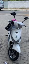 Scooter Moto elétrica 800 watts - seminova