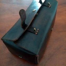 Malinha em couro atanado para objetos de higiene pessoal
