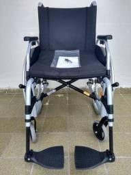 Vendo cadeira de rodas/Nova, nunca foi usada