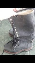 Bota de couro preta cano alto