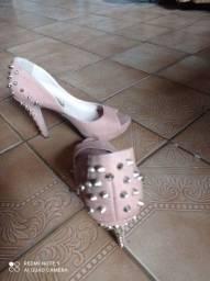 Sandália com spikes