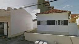 Alugo casa na Rua José Peregrino, 27