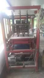 Vendo Máquina de Fabricar Blocos de Concreto
