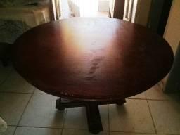 Mesa redonda madeira maciça S/cadeiras (1,25 x 1,25 cm)