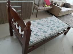 Vendo cama de solteiro (madeira pura)