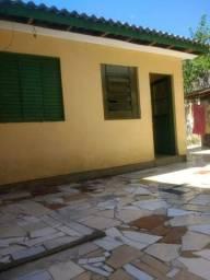 Alugo casa em patio compartilhado