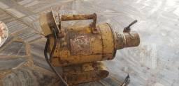 Motor de acionamento e base para vibrador de imersão de concreto