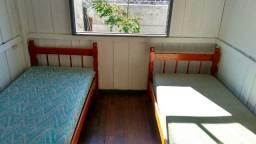 Alugo quarto para moças (próximo ao Centro e UFSC)
