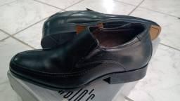 Sapato Esporte Fino de couro legítimo da loja Sergio's novos na Caixa.