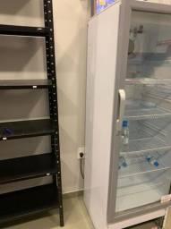 Expositora Venax, em ótimo estado de conservação, gela muito bem