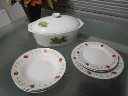 Sopeira e pratos porcelana
