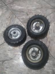 Rodinhas com pneus (barato).