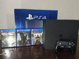 Playstation 4 500gb com 3 jogos
