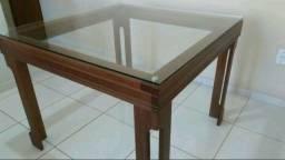 Mesa para quatro cadeiras