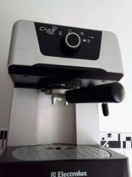 Uma cappuccino  e cafeteira