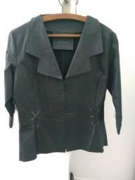 Jaqueta de couro feminina.