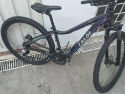 Bike Caloi Lotus com freios a oleo aro 29