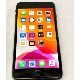 iPhone 8 Plus 64 Gigas novo vitrine (bateria 100% fone e Carregador)