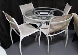 Conjunto mesa redonda e 4 cadeiras em alumínio