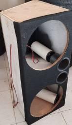 Caixa de MDF  para subwoofer 15, com dutos
