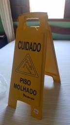 Placa Sinalizadora (Cuidado - Piso Molhado)