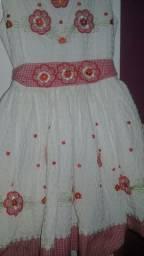 Lindo vestido  bordado