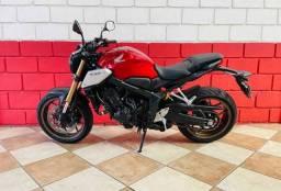 Linda moto CB650R disponível