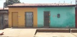 Vendo uma Casa, que está dividida em 3
