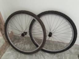 Aros e quadro de bicicleta