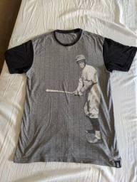 Camiseta Blunt - Usada - em bom estado