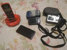 Celular, telefone e máquina fotográfica
