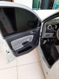 Ford Fiesta Sedan 1.0 2007/2008 R$ 14.500