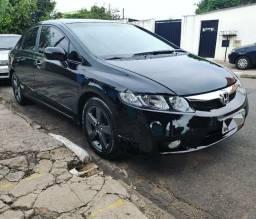 Honda Civic LXS 1.8 Flex com Multimídia DVD + Câmera ré + Ar gelando + Kit milha