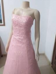Vende-se Vestidos de Debutante Rosa Claro com detalhe nas costas. Usado 3x