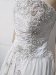 Vende-se Vestido de Noiva. Usado 4x