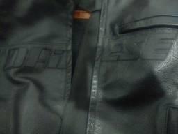 Jaqueta de couro Dainese.