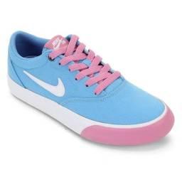 Tênis Nike SB Charge Canvas Feminino - Azul e Rosa