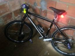 Vendo bicicleta em perfeitas condiç