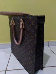 Vendo Louis Vuitton (USADO) para guardar Notebook R$ 1500