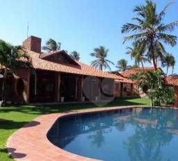 Linda casa duplex no Porto das Dunas a venda com piscina