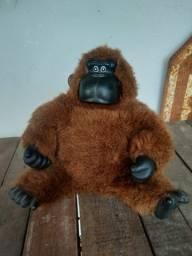Gorila de pelúcia antigo, não funciona